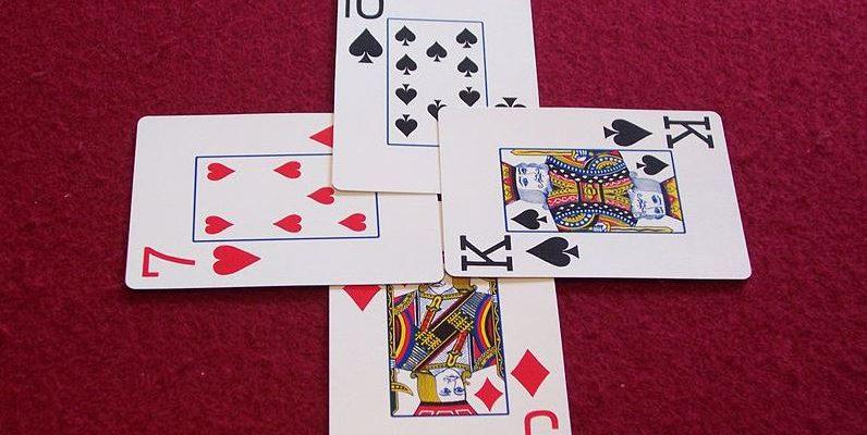 695794275b2503 Pour prédire l avenir, les voyants spécialisés dans le domaine de la  cartomancie utilisent traditionnellement le jeu de 32 cartes. Utilisé pour  la voyance ...